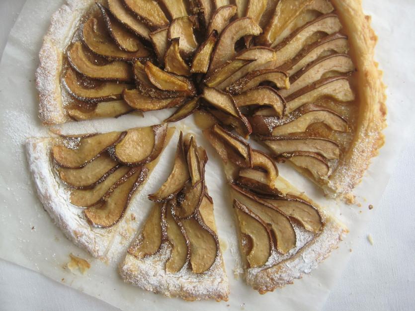 Puff pear tart