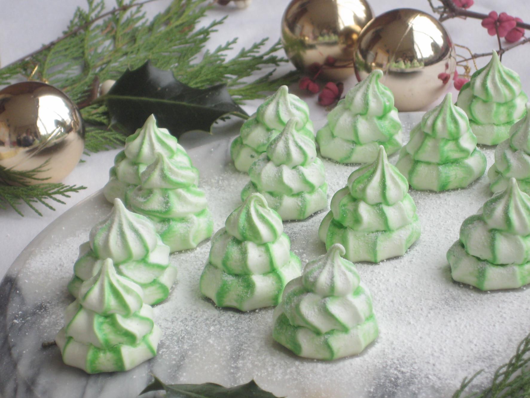 Christmas Tree Meringue.Christmas Tree Meringues
