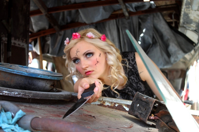 Broken_doll_dumped_in_attic_basement_hounting_you_with_knife_makeup.JPG