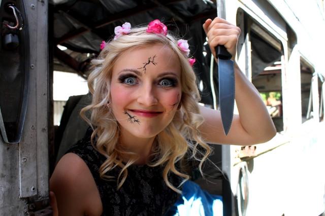Creepy_broken_dall_makeup_artist_themed_photo_shoot_knife.JPG