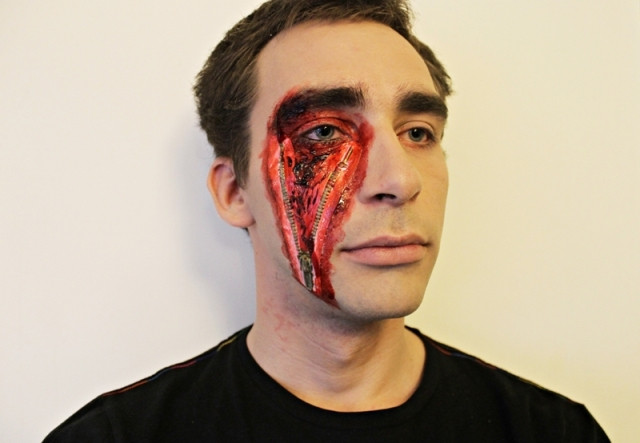 Halloween_makeup_men_makeup_scray_bloody_zipper_face_slashed_white_background.JP