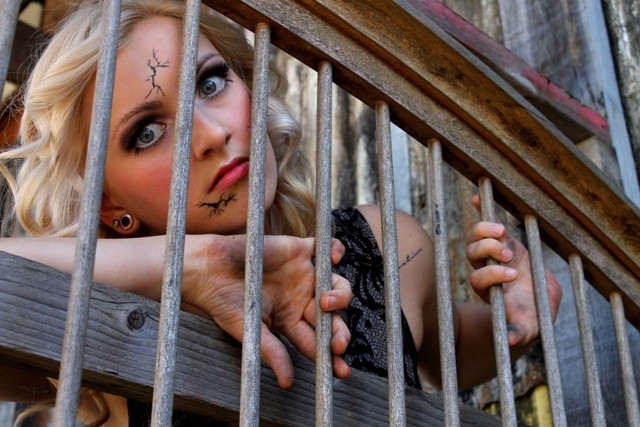 Broken_forgotten_doll_loocking_through_bars_makeup_photo_shoot_Norwich_dirty_hands.JPG