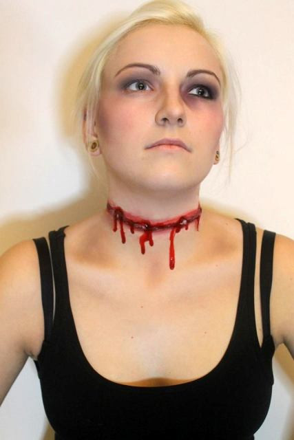 Halloween_makeup_horror_girl_bloody_scary_neck_cut_throught_young.jpg