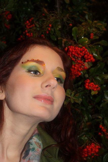 autumn-fall-makeup-colorful-green-yellow-orange-swarowsky-glitter-rowan-sorb.jpe