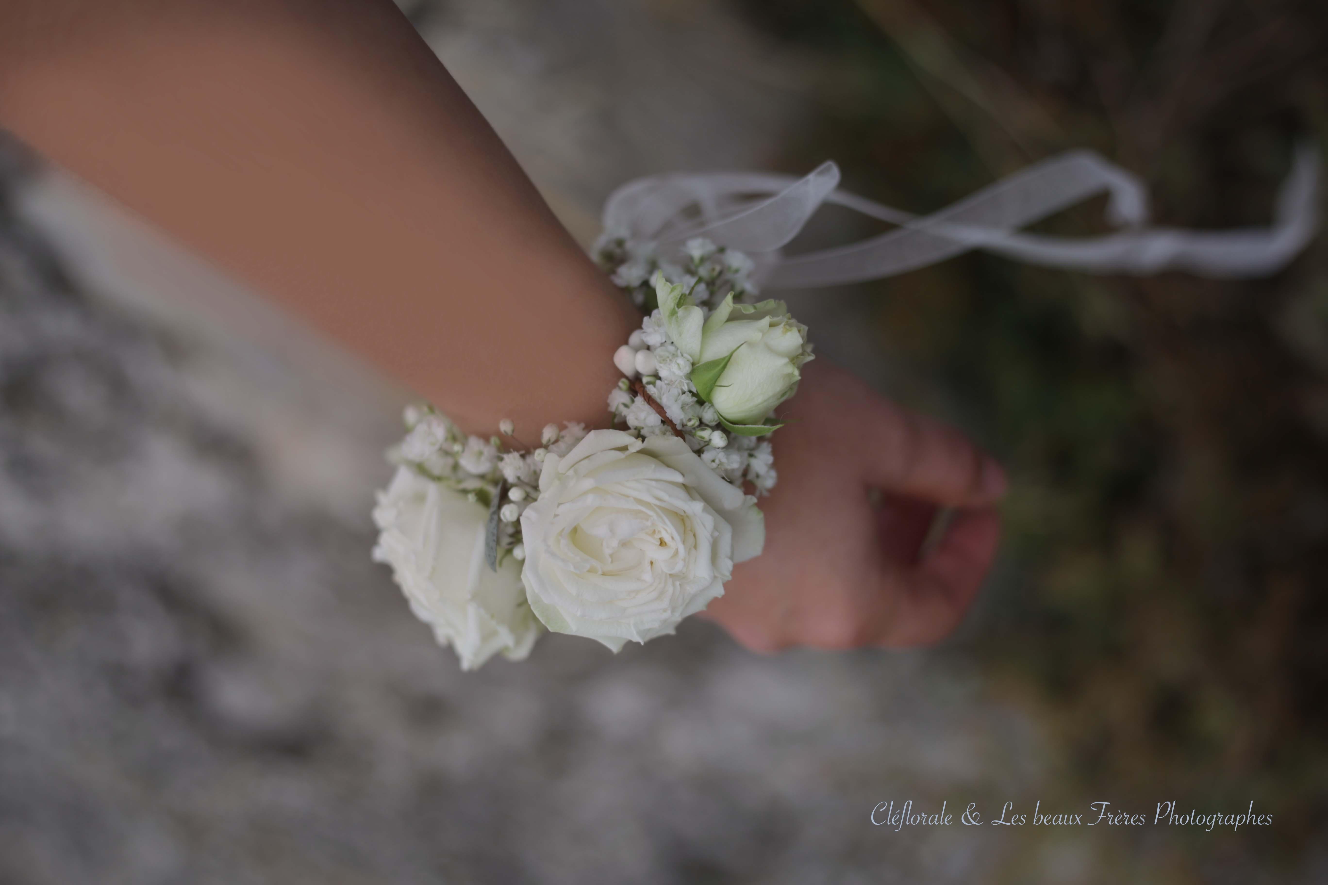 bracelet fleurs blanc
