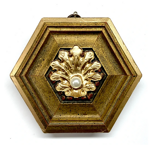 #9858 Gilt Frame with Pearl in Shell