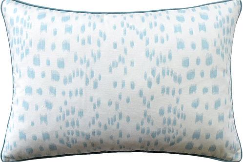 Les Touches Pillow-Pool