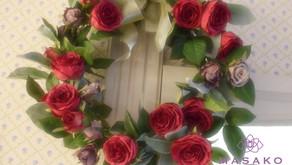 深紅なバラのリース