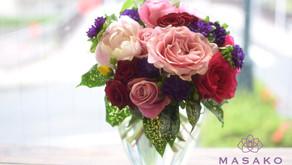 MASAKOフラワーデザイン体験レッスンで「バラの花束」を制作なさいました、けいこさんの作品をご紹介いたします。