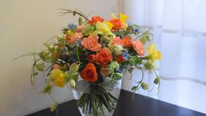 NFDフラワーデザイナー講師研究科コース、さとこさんの作品「ほぐれた装飾的花束」