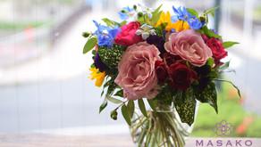 MASASKOフラワーデザイン趣味で楽しむフラワーレッスンで引き続き「バラの花束」を制作なさいましたふみこさんの作品をご紹介します。
