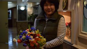 NFDフラワーデザイナー講師取得レッスン「ほぐれた装飾的花束」ナイトレッスンに受講されたみゆきさんの作品をご紹介します。