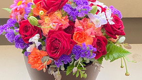 NFDフラワーデザイナ資格検定試験出題テーマ「モダン装飾的ー花束」を受講なさったリヨンさん、リョンアさんリョンジンさんの作品をご紹介いたします。