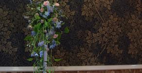 NFDフラワーデザイナー1級資格検定コース、試験出題テーマ①「流れるようなーブーケ」、②「ほぐれた装飾的ー花束」まりさんの作品