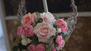 趣味で楽しむフラワーレッスン アーティフィシャルフラワーコース、「バラの壁飾り」作品をご紹介いします。