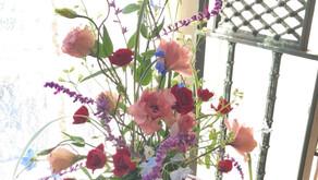 NFDフラワーデザインナ1級検定試験の最終レッスン「新古典的」「ほぐれた装飾的-花束」「ながれるようなーブーケ」みゆきさんの作品