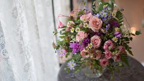 NFDフラワーデザイナー1級資格検定コース、試験テーマ「ほぐれた装飾的ー花束」みゆきさんの作品