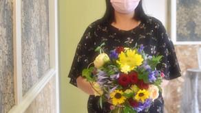 NFDフラワーデザイナー講師研究科コースで「ほぐれた花束」を受講なさいました、のりこさんの作品をご紹介いたします。