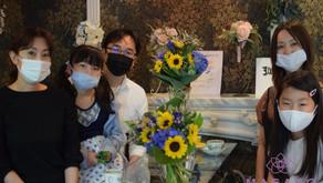 MASAKOフラワーデザインキッズフラワーレッスンで父の日のプレゼント「花束」を制作なさった、あおいちゃんとあかりちゃんの作品をご紹介いたします。