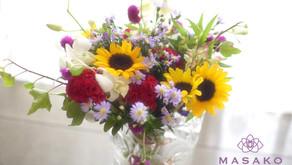 NFDフラワーデザイン講師取得レッスンで「ほぐれた花束」を受講なさいました みゆきさんの作品をご紹介いたします。