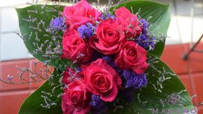 MASAKOフラワーデザインで予約なしで当日参加「生花の花束」を受講なさいました、なおみさんの作品をご紹介いたします。