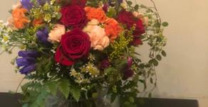 NFDフラワーデザイナー1級資格検定コース、推奨テーマ「古典的なアレンジ・ほぐれた装飾的花束」みゆきさんの作品