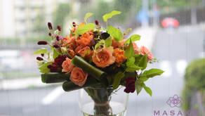 NFDフラワーデザイン講師取得レッスンで「ぼくれた装飾的花束」を受講なさいました、たえこさん作品をご紹介いたします。