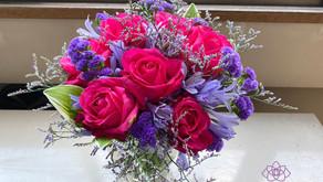 引き続きNFDフラワーデザイナー資格検定2級推奨テーマ「バラの花束」を受講なさいましたリョンアさんの作品をご紹介いたします。