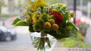 お母様とご一緒にキッズフラワーレッスンに参加なさったことはちゃんの「花束作品」をご紹介いたします。