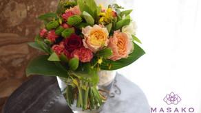 趣味で楽しむフラワーレッスンで「薔薇の花束」を制作なさいました、ひろみさんの作品をご紹介いたします。