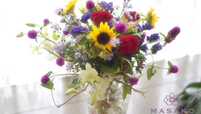 MASASKOフラワーデザイン 趣味で楽しむフラワーレッスンで「ほぐれた花束」を受講なさいました、のりこさんの作品をご紹介いたします。