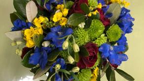 NFDフラワーデザイナー資格検定2級試験出題テーマ「モダンー装飾的花束」「交差」ちえさんの作品2点をご紹介いたします。