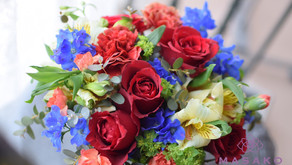 NFDフラワーデザイナー講師取得レッスンで「プレゼントの花束」を作成なさいました たえこさんの作品をご紹介いたします。