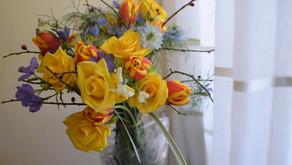 NFDフラワーデザイナー講師取得レッスン、「フリーセント花束」受講なさった みゆきさんの作品をご紹介します。