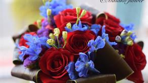 趣味で楽しむフラワーレッスンで今回「深紅なバラの花束」にチャレンジなさいました ふみこさんの作品をご紹介いたします。