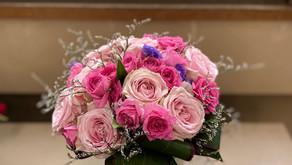 NFDフラワーデザイナー資格検定2級推奨テーマ「バラの花束」を受講なさいましたリョンアさんの作品をご紹介いたします。