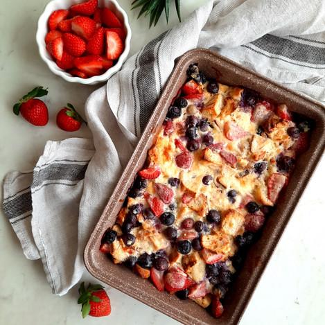 Печена закуска с козунак и плодове