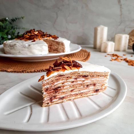 Палачинкова торта с кокосов крем и сладко от вишни