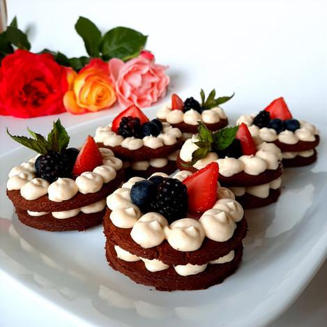 Мини бисквитени тортички
