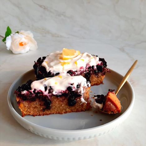 Обърнат кейк с боровинки