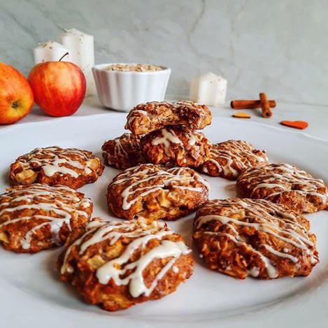 Ябълкови бисквити с канела и бял шоколад