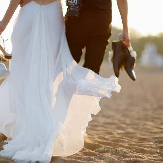 Ženich a nevěsta na pláži