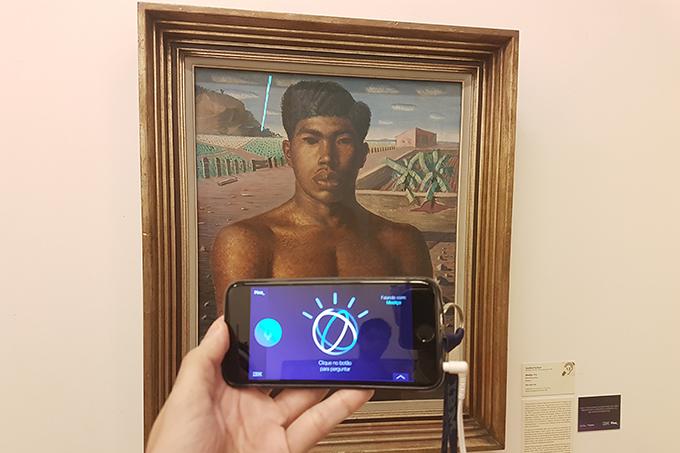 """O projeto """"A Voz da Arte"""", uma parceria da IBM com a Pinacoteca, visava aliar o uso de realidade aumentada com o setor cultural, sendo um dos primeiros projetos de tecnologia em uso no cenário brasileiro. Fonte: Exame."""