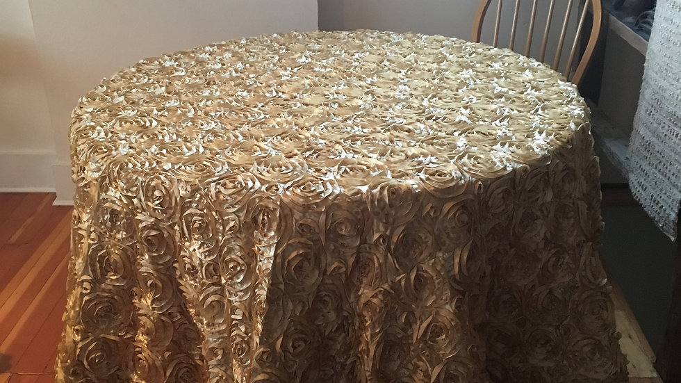 Luxurious Rose Pattern Linens