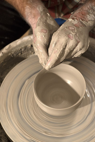 tournage d'un bol avec du grès blanc