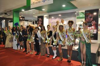 Na Abertura oficial do Miss Brasil 2015 as candidatas foram recebidas com honraria do Exército Brasi