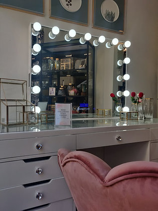 Vanity table & Hollywood mirror (with Bluetooth Audio)