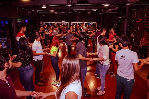 social-club-academia-de-baile-medellin8.