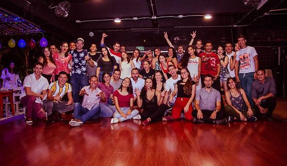 social-club-academia-de-baile-medellin6.
