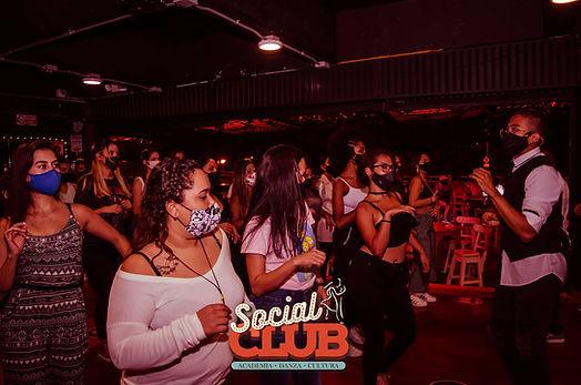 social-club-academia-de-baile-medellin3.